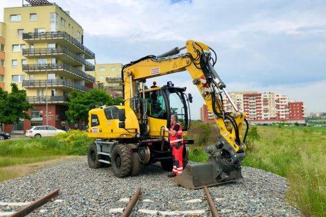Zahájení stavby tramvajové tratě z Barrandova do Holyně. Pramen: DPP