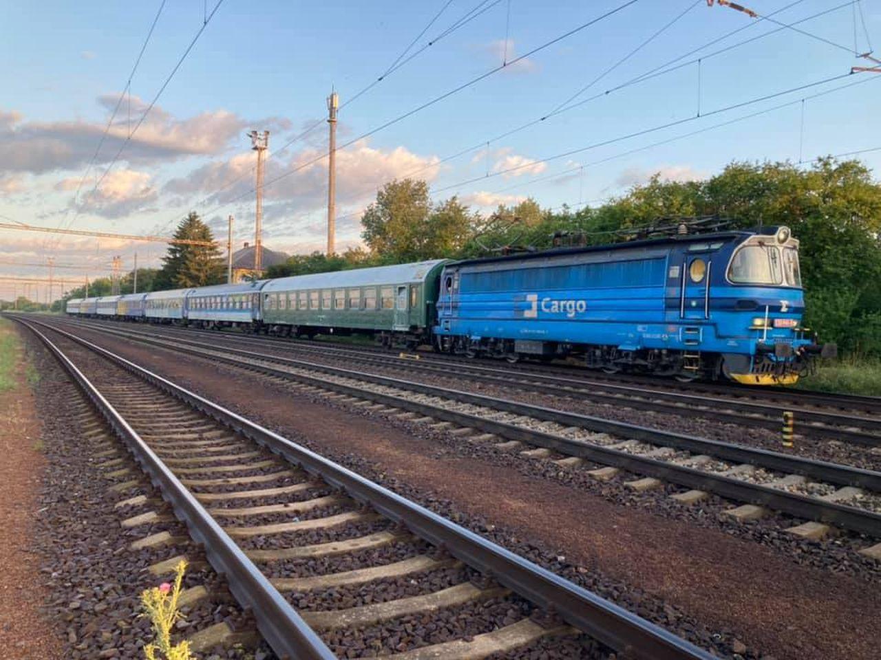 Vlak na pomoc obyvatelům Hrušek a dalších obcí po tornádu. Foto: Albert Fikáček