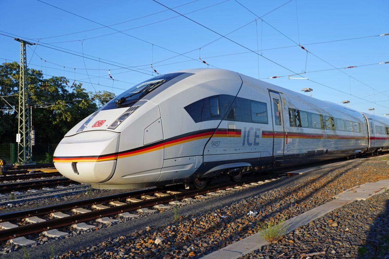 Vysokorychlostní jednotka ICE 4 XXL. Foto: DB