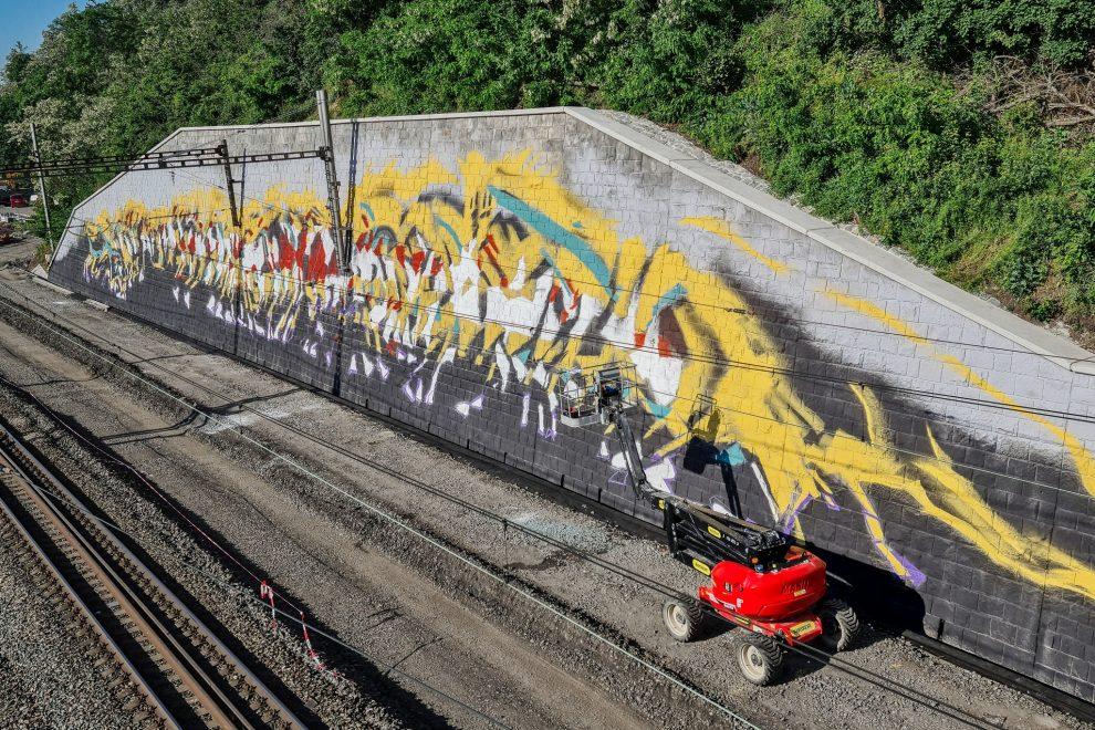 Opěrná zeď na trati mezi Smíchovem a Radotínem. Pramen: Správa železnic