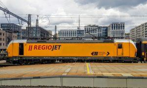 Lokomotiva Siemens Vectron v barvách RegioJetu. Foto: Jan Sůra / Zdopravy.cz