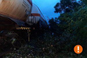Poškozená železniční trať po silném větru. Foto: Správa železnic
