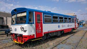 Motorový vůz 810 v barvách PID. Pramen: České dráhy