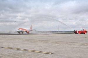 Přílet Airbusu A319 společnosti easyJet z Barcelony do Prahy. Foto: Letiště Praha