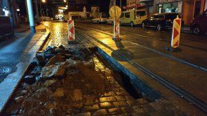 Závada tramvajového podloží v ulici Ke Stírce. Foto: DPP