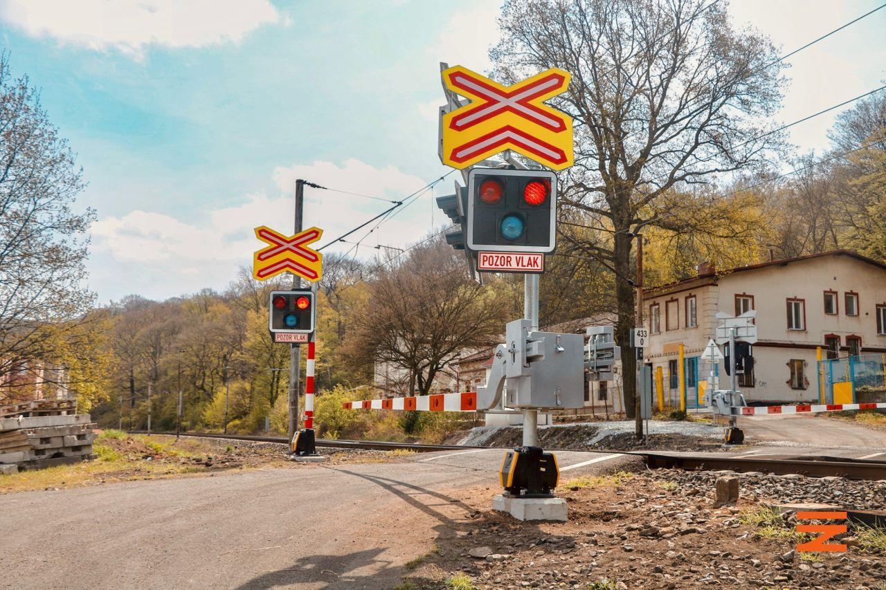 Přejezd po modernizaci mezi Střekovem a Svádovem. Foto: Správa železnic