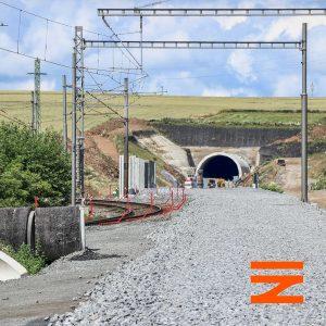 Portál 840 metrů dlouhého tunelu Mezno. Pramen: Správa železnic