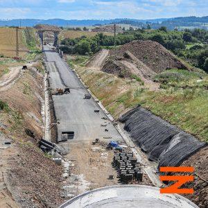 Pohled z portálu tunelu Mezno zpět k Sudoměřicím. Pramen: Správa železnic