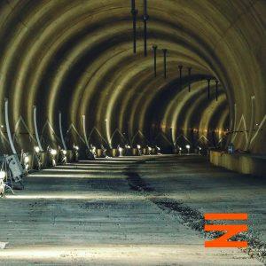 Tunel Mezno je téměř hotový. Uprostřed je odvodňovací žlab. Pramen: Správa železnic