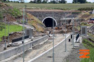 Pohled na zastávku Střezimíř a portál tunelu Mezno. Pramen: Správa železnic