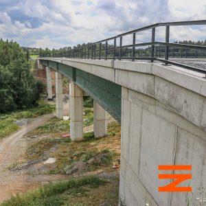 U Radíče trať překonává rokli a potok po 175 metrů dlouhém mostě. Pramen: Správa železnic