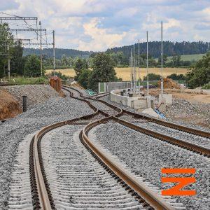 Heřmaničky, provizorní propojení staré a nové tratě a vznikající zastávka. Pramen: Správa železnic
