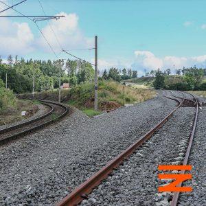 Za Sudoměřicemi u lokality Lipiny se nové koleje odklánějí od původní trati. Pramen: Správa železnic