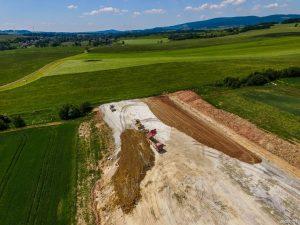 Stavba silnice S3 dorazila na české hranice. Foto: s3-kamiennagora-granicapanstwa.pl