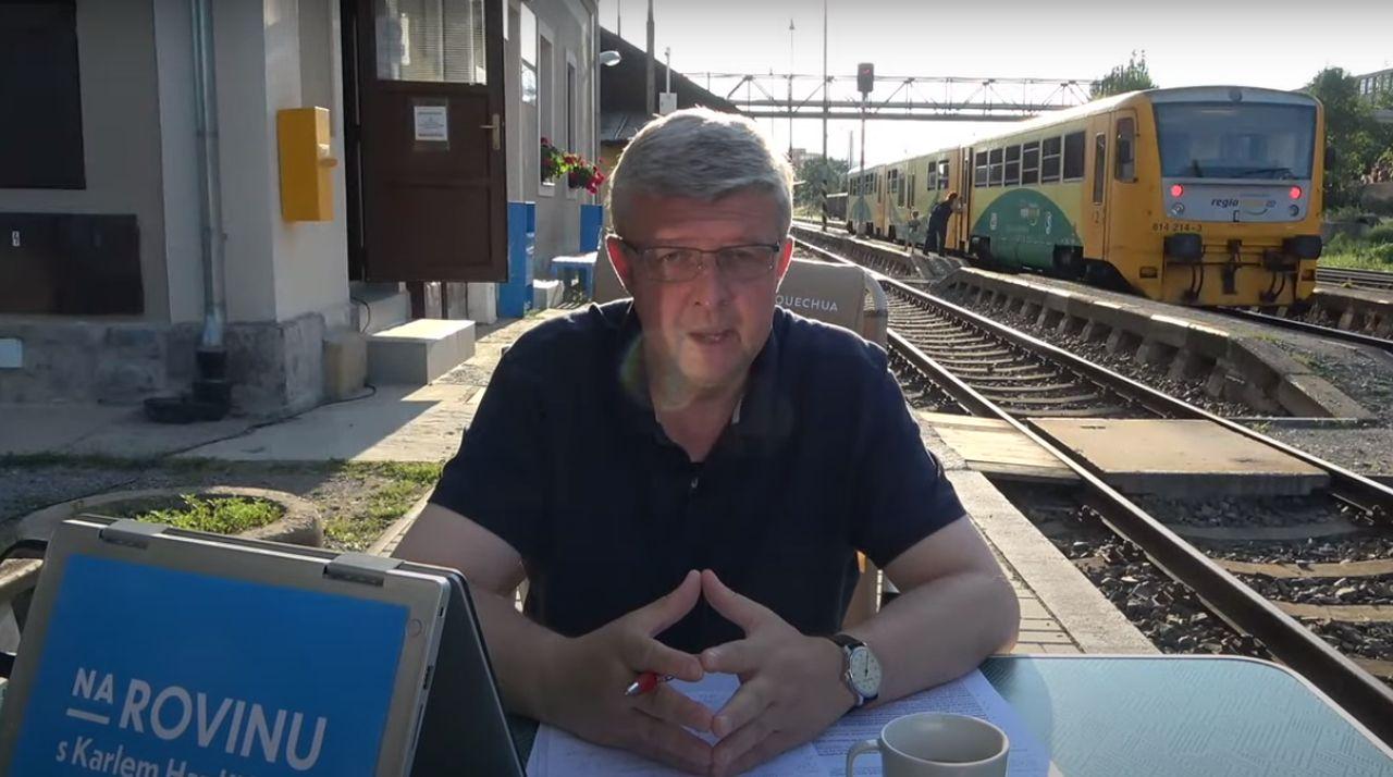 Ministr dopravy Karel Havlíček na nádraží v Dobříší. Foto: YouTube