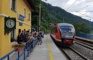 Unikátní peronové hodiny v Dolním Žlebu. Pramen: Správa železnic