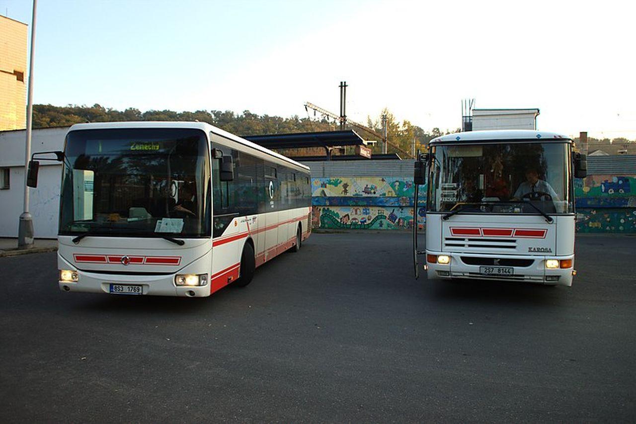 Autobusy v Kralupech nad Vltavou. Foto: Aktron / Wikimedia Commons