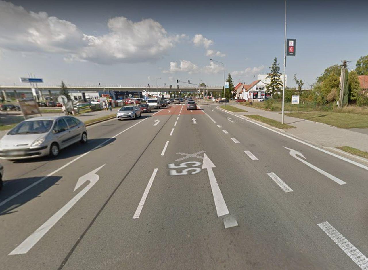 Rekonstrukce průtahu Kunovicemi začíná před křižovatkou se silnicí I/50. Foto: Google Street View
