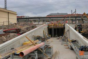 Stavba podchodu na nádraží Vršovice. Pramen: Správa železnic