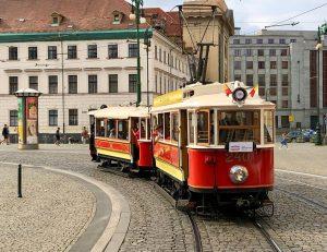 Průvod tramvají ke 130. výročí první jízdy v Praze. Foto: Daniel Šabík / DPP