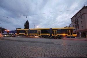 Přeprava tramvaje 40T do vozovny Slovany v Plzni. Foto: APB - Plzeň