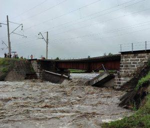 Poničený most na Transsibiřské magistrále. Foto: Ria Novosti
