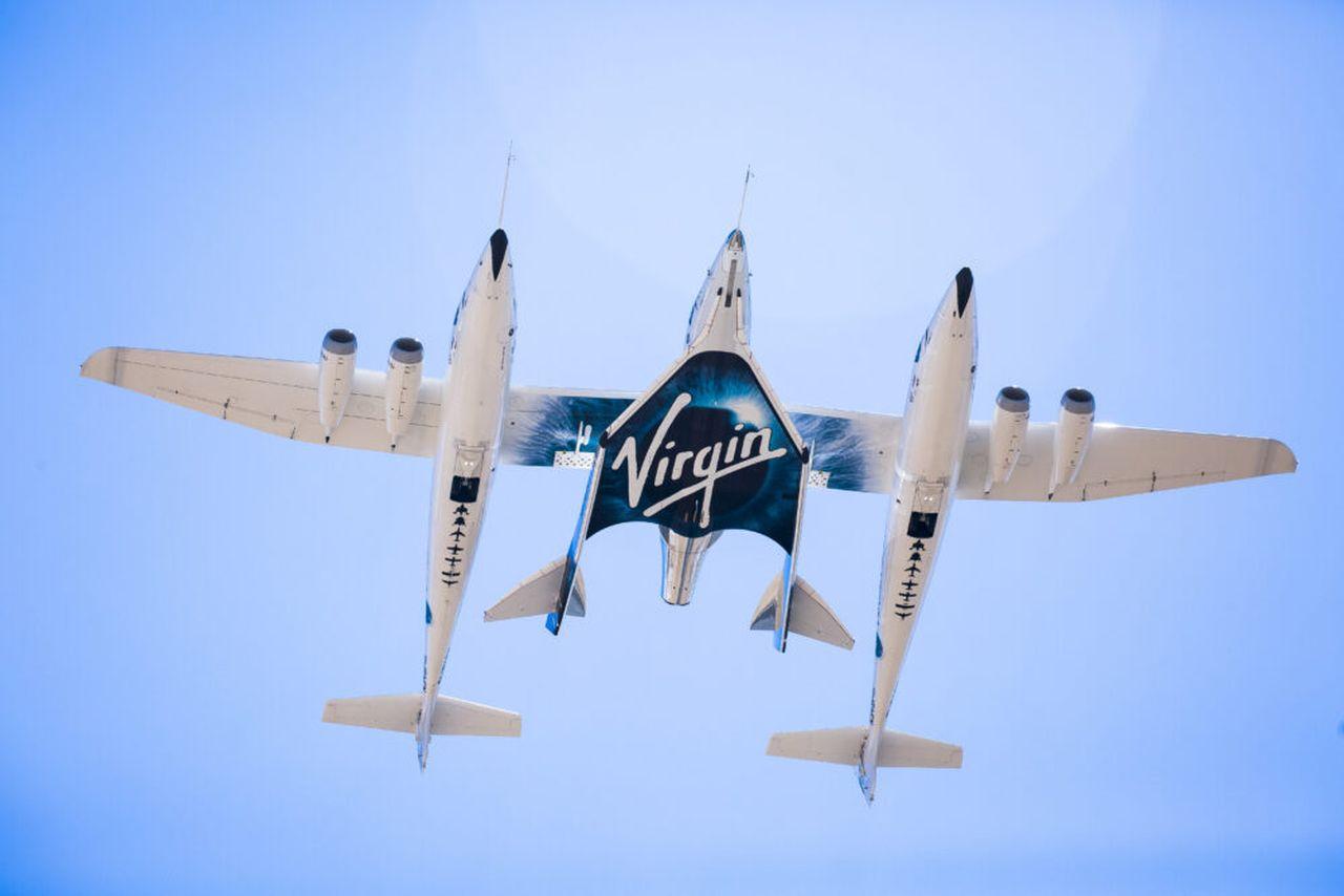 Letadlo, které vynáší kosmoplán VSS Unity do vesmíru. Foto: Virgin Galactic