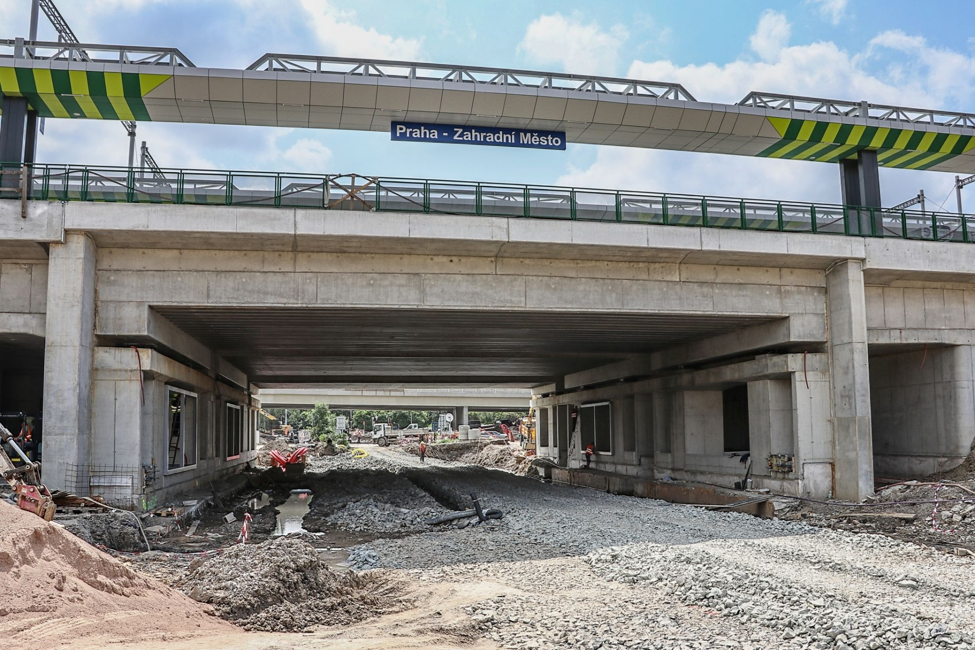 Stavba terminálu Zahradní Město (konec července 2021). Pramen: Správa železnic