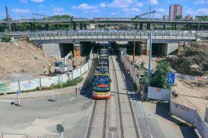 Stavba terminálu Zahradní Město před poslední tramvajovou výlukou. Pramen: Správa železnic