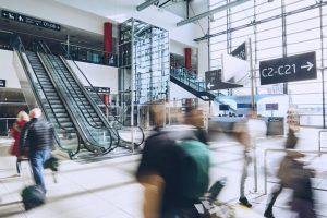 Cestující na Letišti Praha. Foto: LP