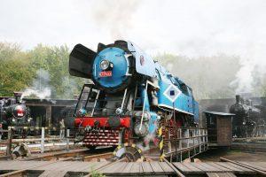 Parní lokomotiva 477.043 Papoušek. Pramen: České dráhy