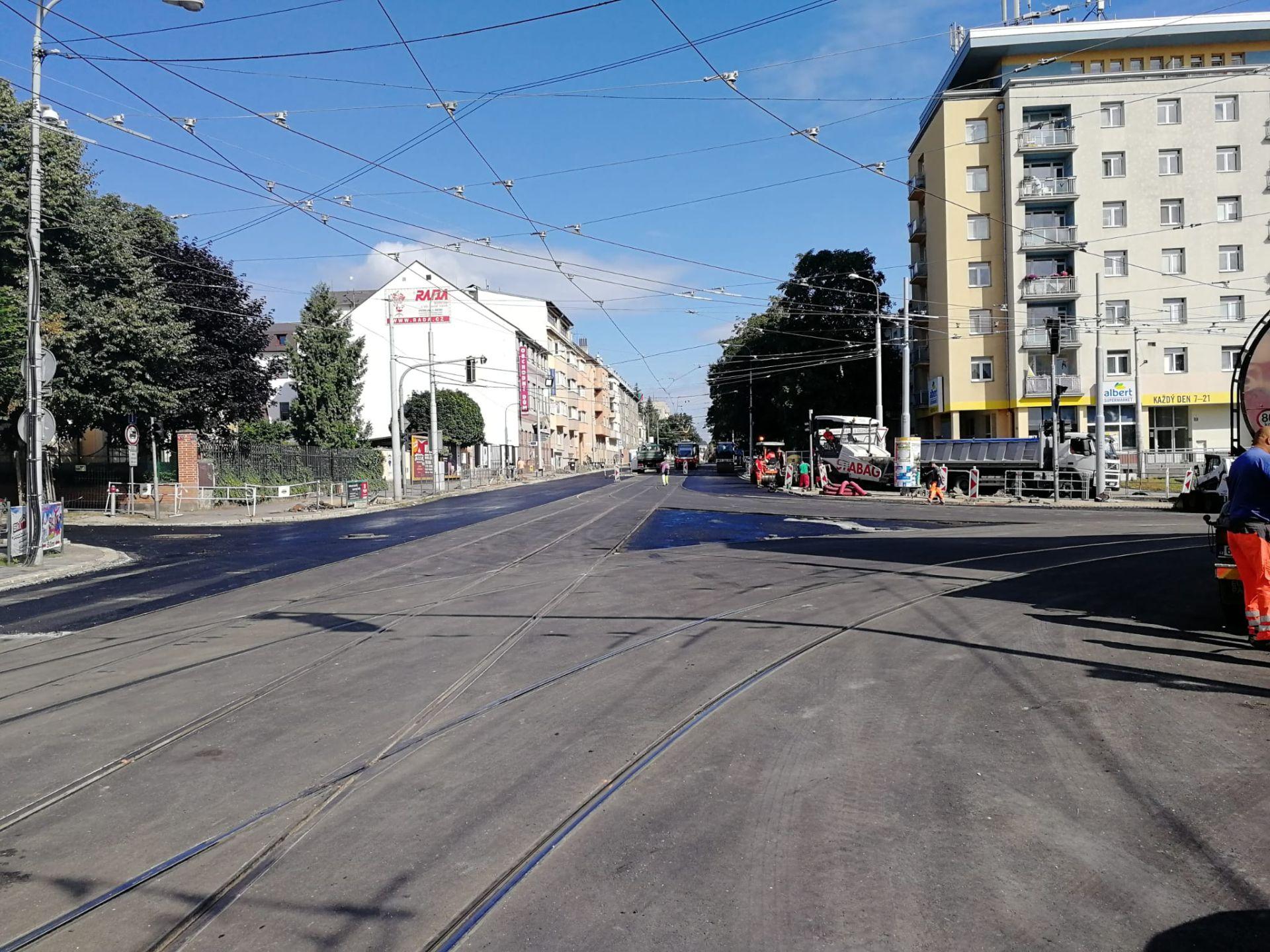 Křižovatka u Semilassa, Brno. Pramen: DPMB