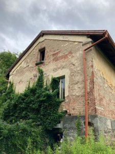Strážní domek na trati Beroun - Rakovník k demolici. Foto: Správa železnic