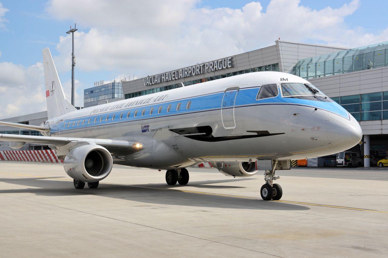 Embraer E175LR společnosti LOT v Praze. Foto: Letiště Praha