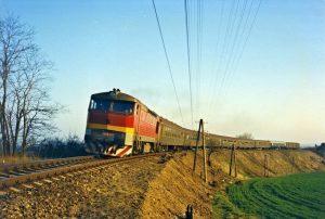 Rychlík ze Znojma do Prahy u Moravských Budějovic 1. 4. 1990 (autor M. Večeř)