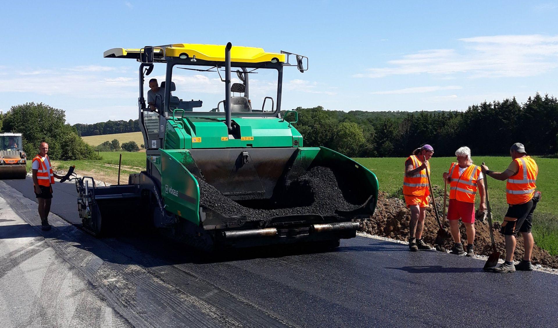 Oprava silnice. Pramen: ŘSD