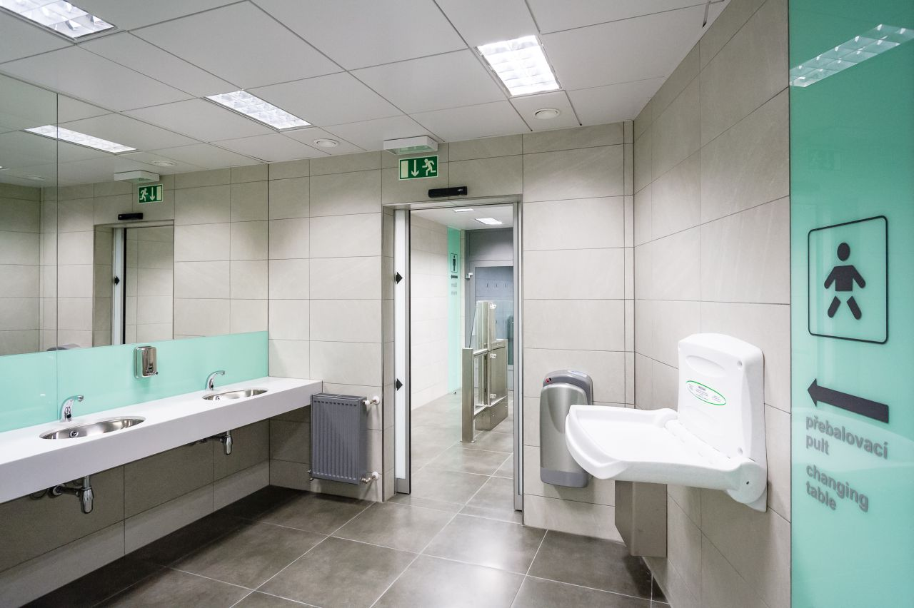 Modernizované toalety ve vestibulu stanice Můstek na lince metra A. Foto: Petr Hejna / DPP