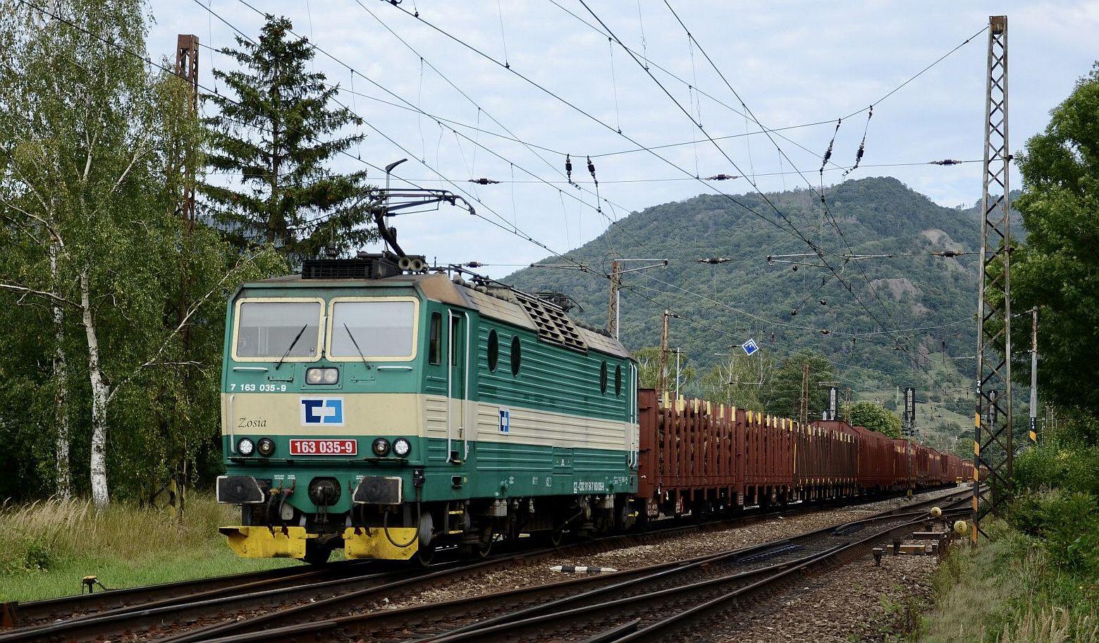 Zelený peršing 163.035-9. Pramen: ČD Cargo