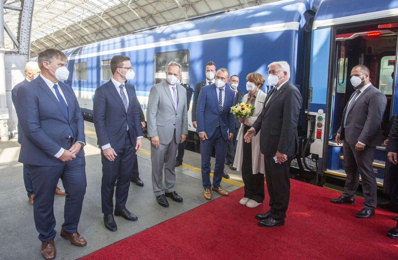 Německý prezident Frank-Walter Steinmeier po příjezdu na pražské hlavní nádraží. Foto: České dráhy