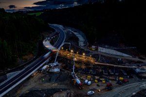 Betonování mostu na křižovatce Rádelský Mlýn. Foto: Valbek