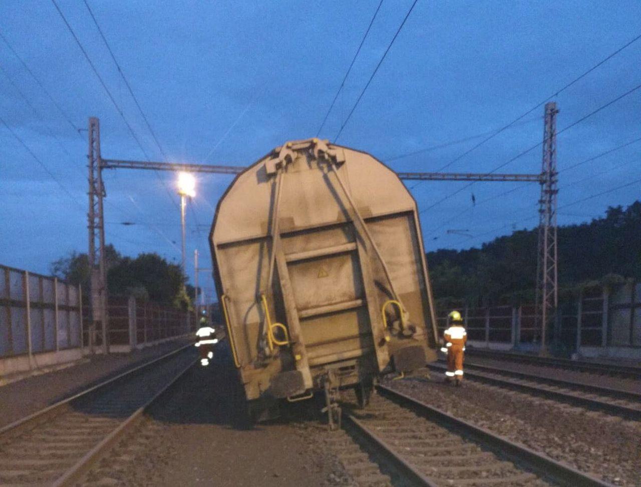 Vykolejení nákladního vlaku v Nelahozevsi. Foto: Správa železnic