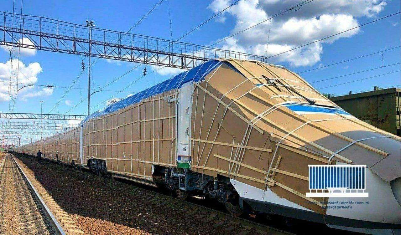 Přeprava vysokorychlostního vlaku Talgo do Uzbekistánu. Foto: UTY