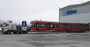 Přeprava tramvaje do Tampere. Foto: Škoda Transtech