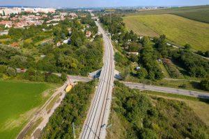 Modernizovaná trať Brno - Střelice, stav v září 2021. Foto: Skanska