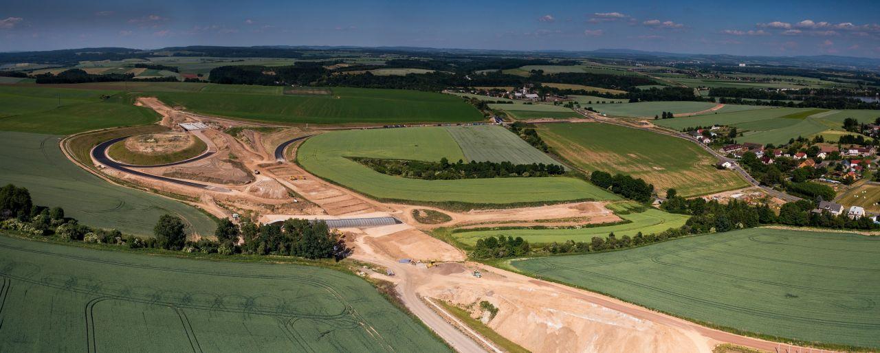 Stavba D11 v Jaroměři včetně křižovatky, které se týkají spory o pozemky soudce Františka Kučery. Foto: ŘSD