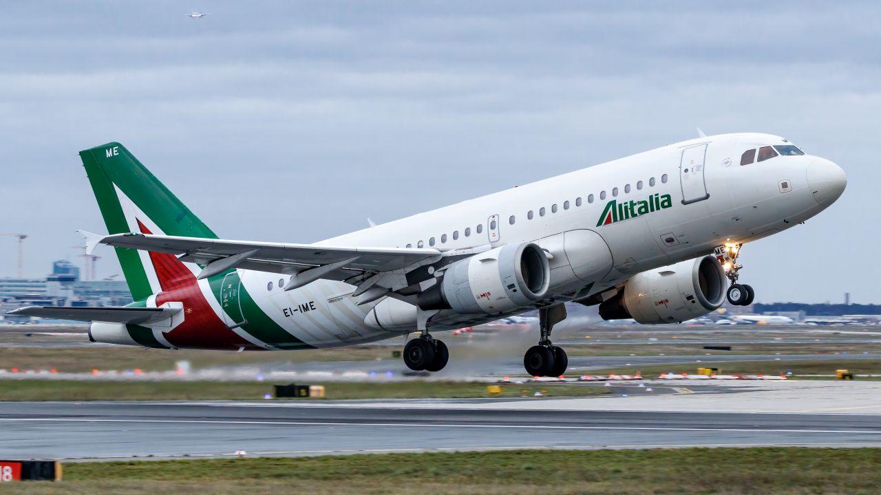 Airbus A319 společnosti Alitalia. Foto: TJDarmstadt / Flickr.com