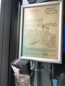 Interiér jednotky Siemens Desiro s reklamou na Křišťálové údolí Foto: Arriva