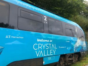 Jednotky Siemens Desiro v polepu Křišťálového údolí. Foto: Arriva vlaky