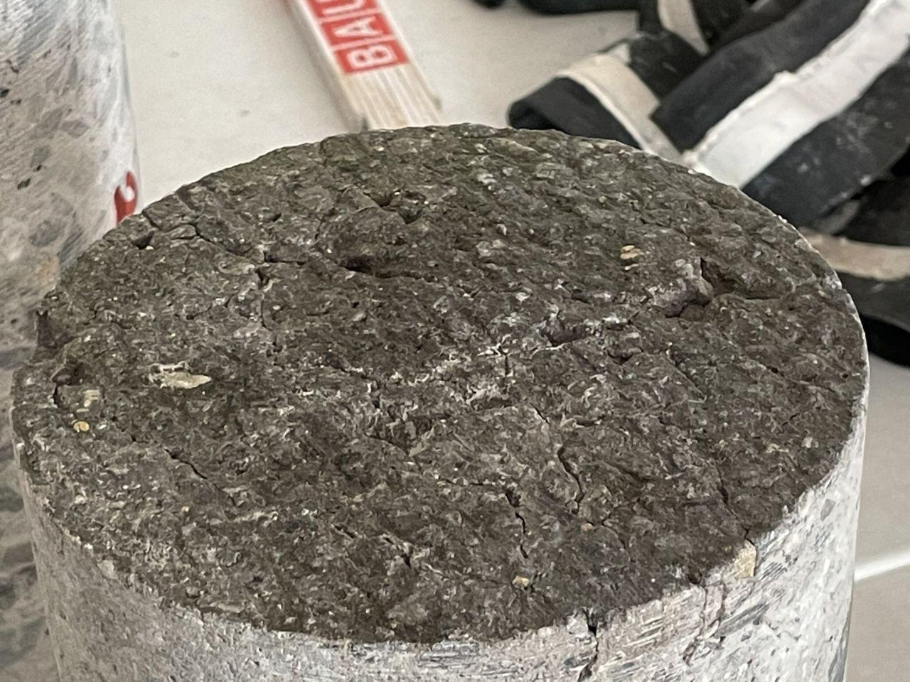 Vzorky nekvalitního betonu na D1. Foto: ŘSD