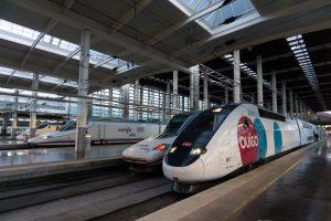 Vysokorychlostní jednotky společností Renfe a Ouigo v Madridu. Foto: Adif